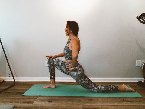 low lunge to stretch the psoas