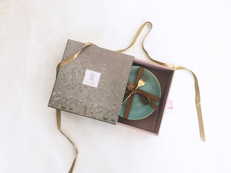 Beautiful Kintsugi grace gift box with gold screen print.