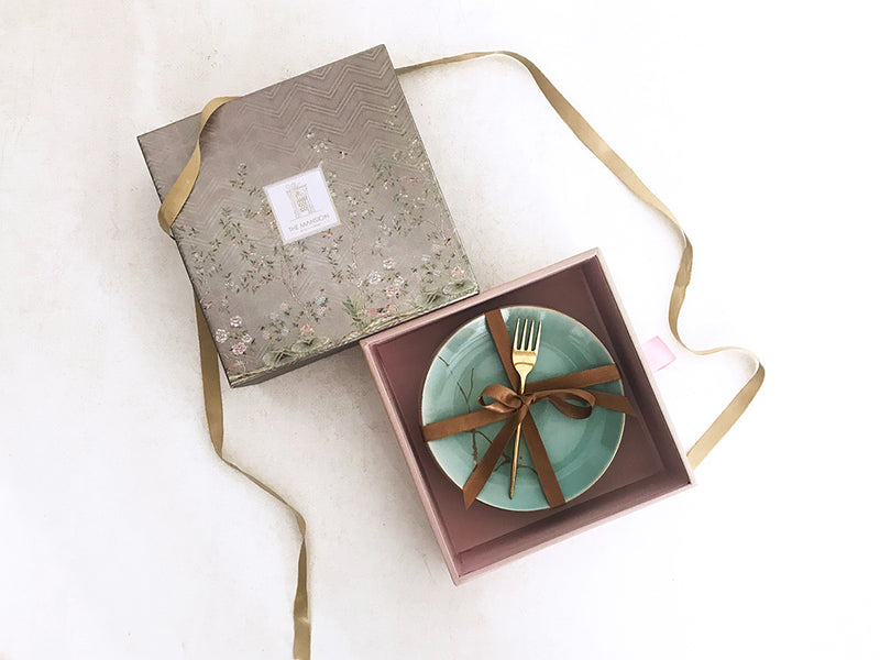 Premium gift box with set of 4 ceramic plates with gold decal print and set of 4 brass forks. Perfect gifts for couples and wedding giveaway, festive gifts , wedding favors.