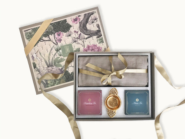 A beautiful Pashma gift box , is a celebration of India . The box contains a pure pashmina stole with exotic Indian teas Darjeeling and Assam along with a brass tea strainer. Eid gifts for her | mother's day gifts | luxury gift ideas for mom | pashmina for mom | surprise mom