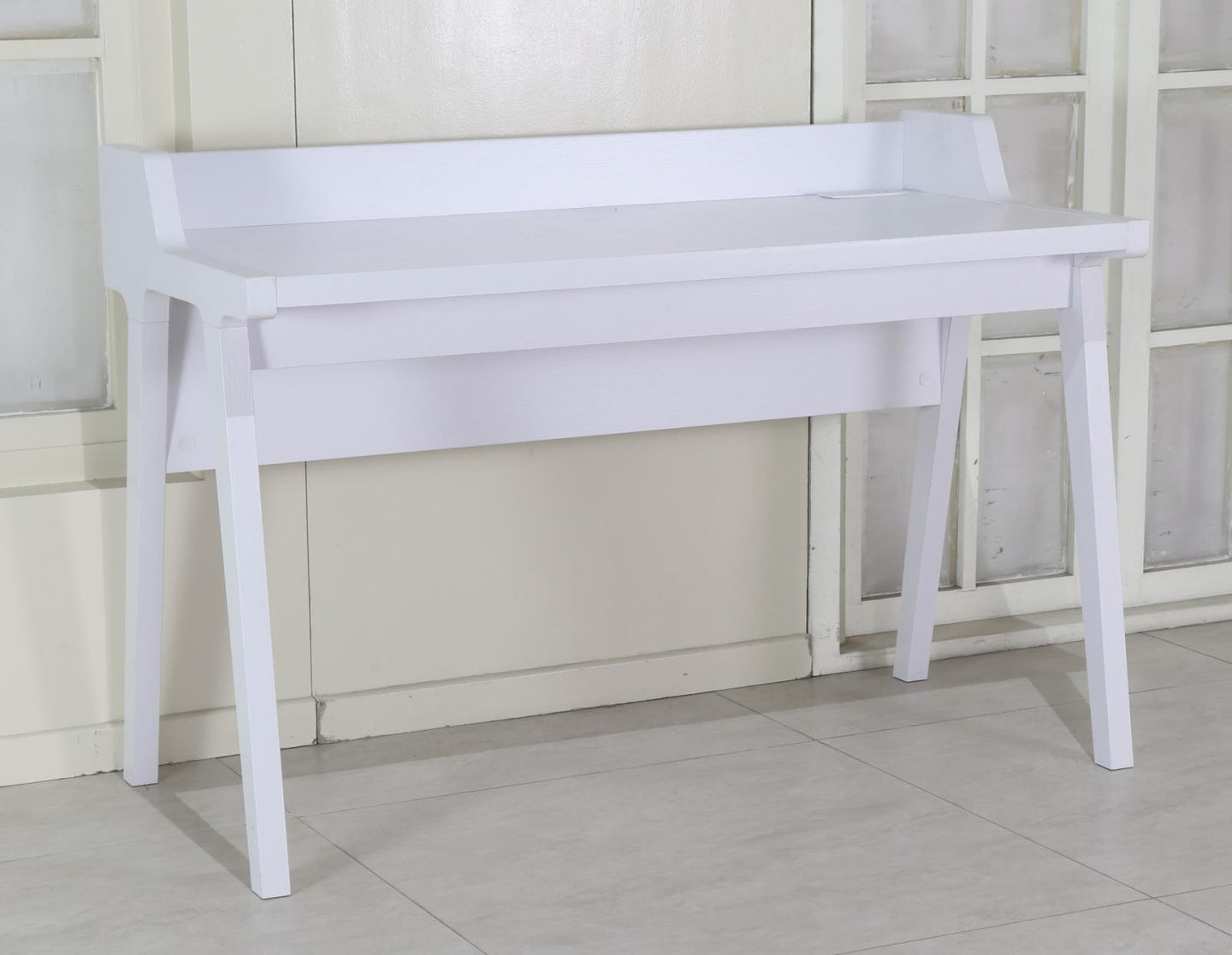 Writing Desk W/ Outlet (White)