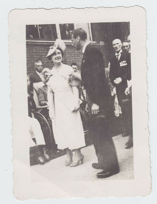Original Photo - Queen Elizabeth & George VI - 1939 - Toronto Veteran's Hospital