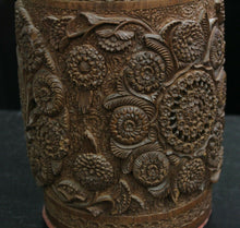Load image into Gallery viewer, Hand Carved Black Forest Tobacco Humidor