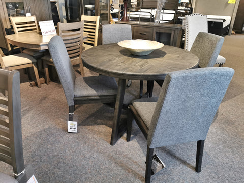 D568 Besteneer Dining Table