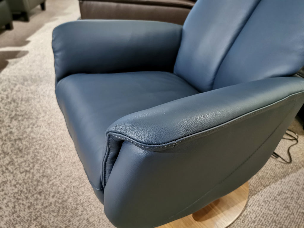 50030 Q30 Leather Swivel Recliner