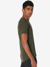 Load image into Gallery viewer, Men Green Solid Round Neck Training T-shirt