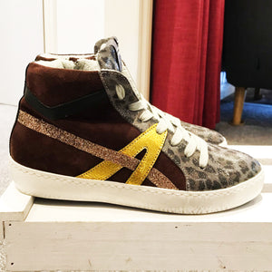 Conker Boutique Meline High-Top trainers. Suede, leopard print and gold.
