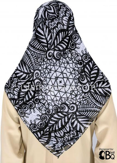 "Black and White Paisley Design - 45"" Square Printed Khimar"