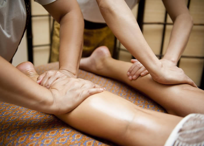 Synchronise four-handed massage
