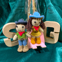 Load image into Gallery viewer, Hand Crocheted Couple Keyring