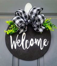 Load image into Gallery viewer, Welcome Wood Circle Door Wreath