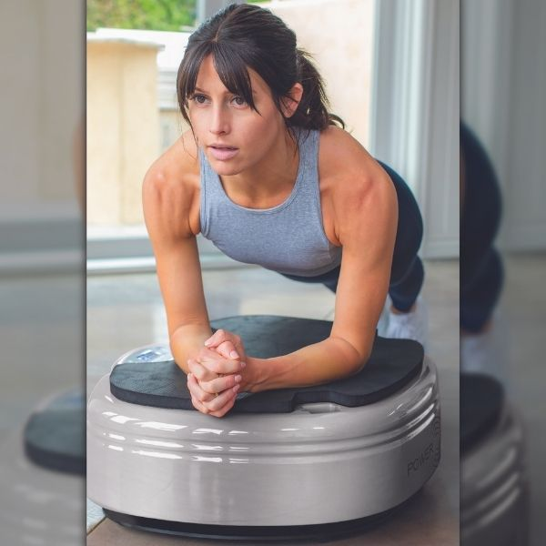 Power Plate Move Vibration Trainer - Woman doing planks on Move machine