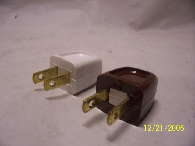 Automatic Plug - Polarized - Brown