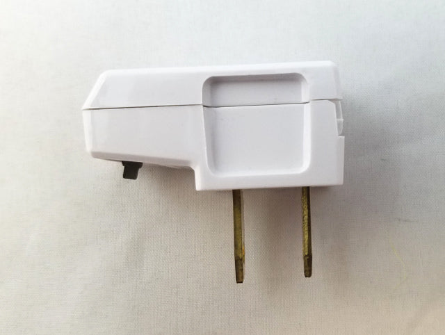 Automatic Side Outlet Plug - Non Polarized - White