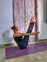 Load image into Gallery viewer, Wonder Woman Black & Pink Star Print Eco Friendly Yoga Leggings