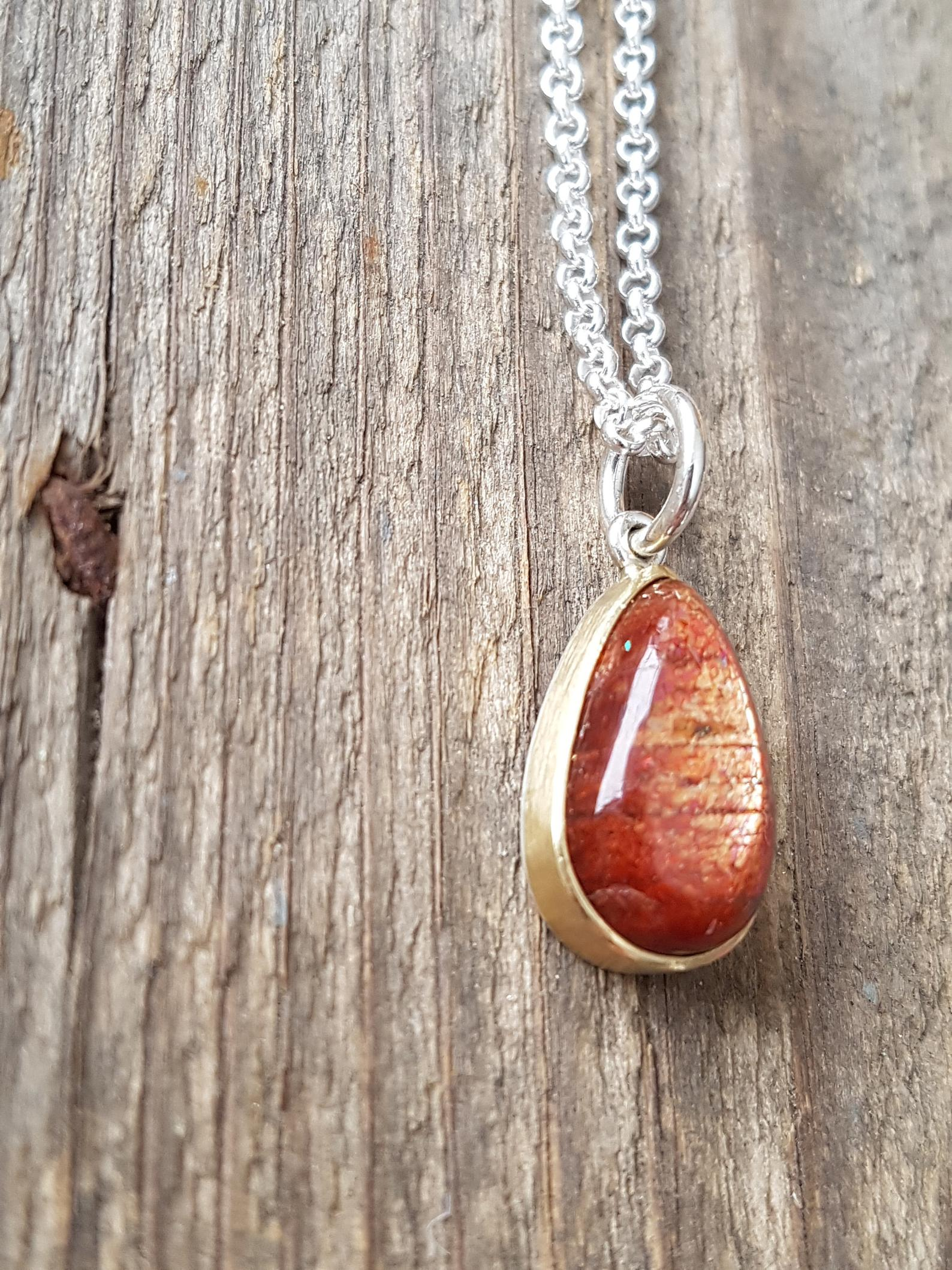 Sunstone pendant, in 18k gold, Sterling silver