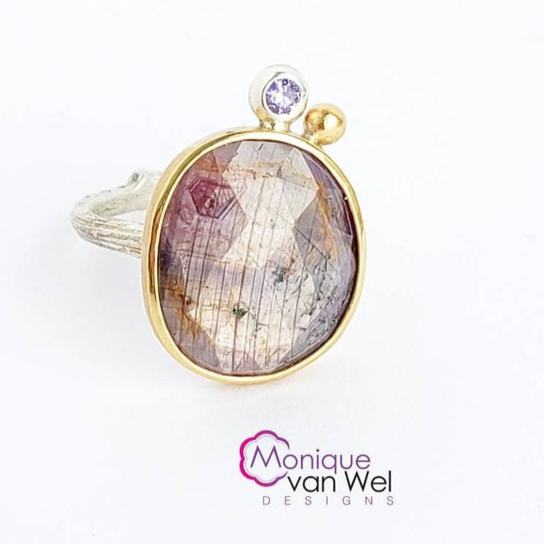 Purple/pink Sapphire Twig Ring in Sterling Silver with a 18k Yellow Gold Bezel