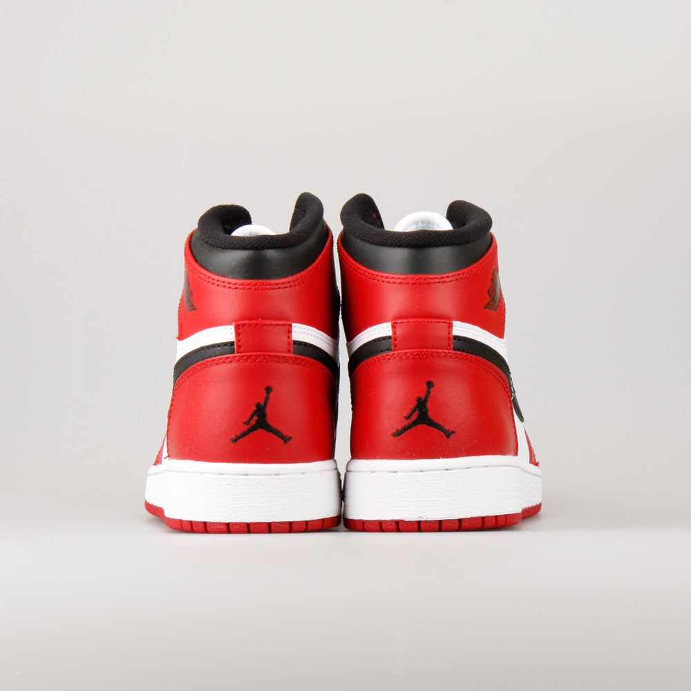 770b92dbbe7e ... Nike Air Jordan 1 Retro High OG (GS) Chicago Bulls (332558-163 ...