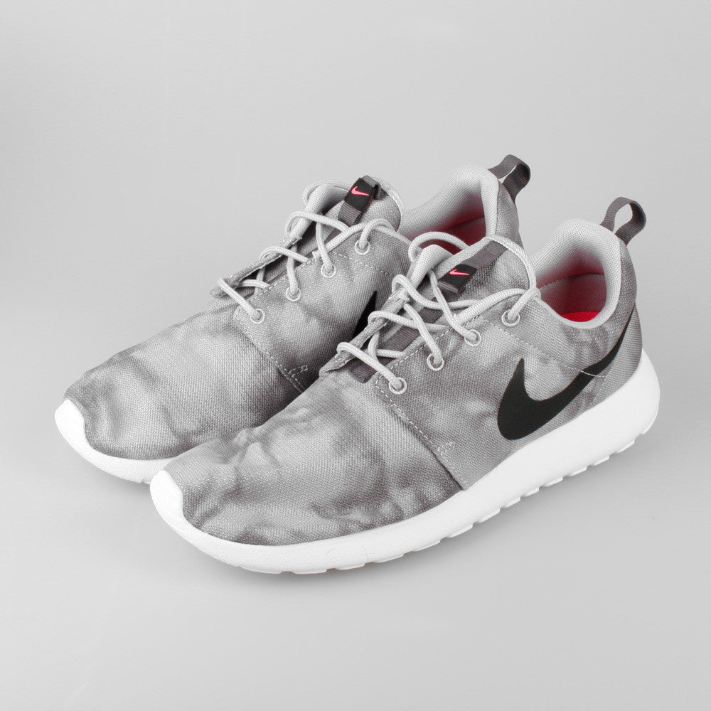 Nike Roshe Course Loup Cravate-colorant Gris