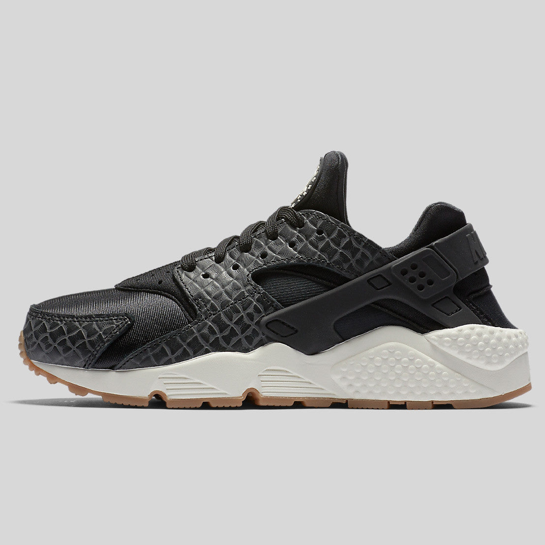 official photos fd3f3 a2ac5 Nike Wmns Air Huarache Run PRM Black Sail Gum Med Brown (683818-011)
