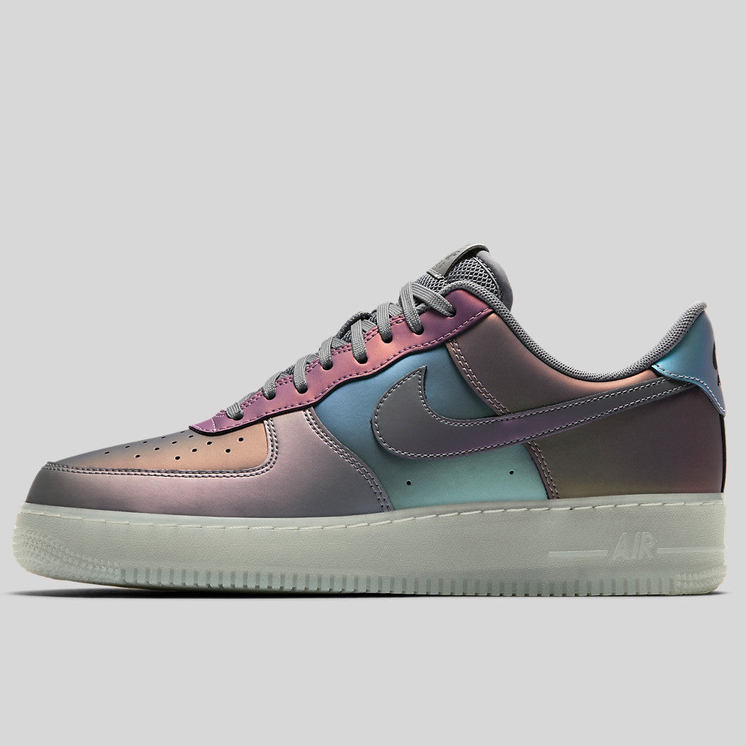 Nike Air Force 1 07 LV8 Iridescent
