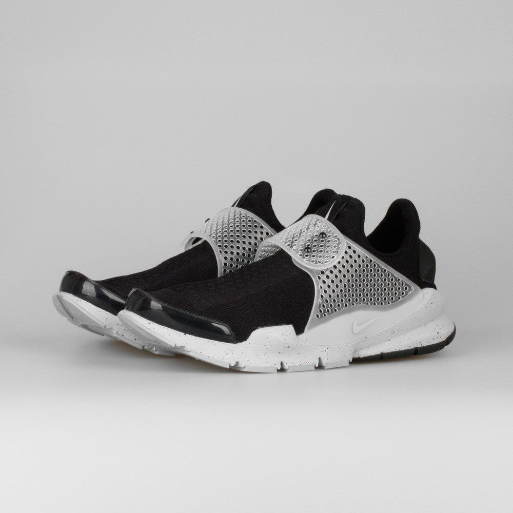 reputable site a7a02 e08cb Fragment Design x Nike Sock Dart SP Oreo