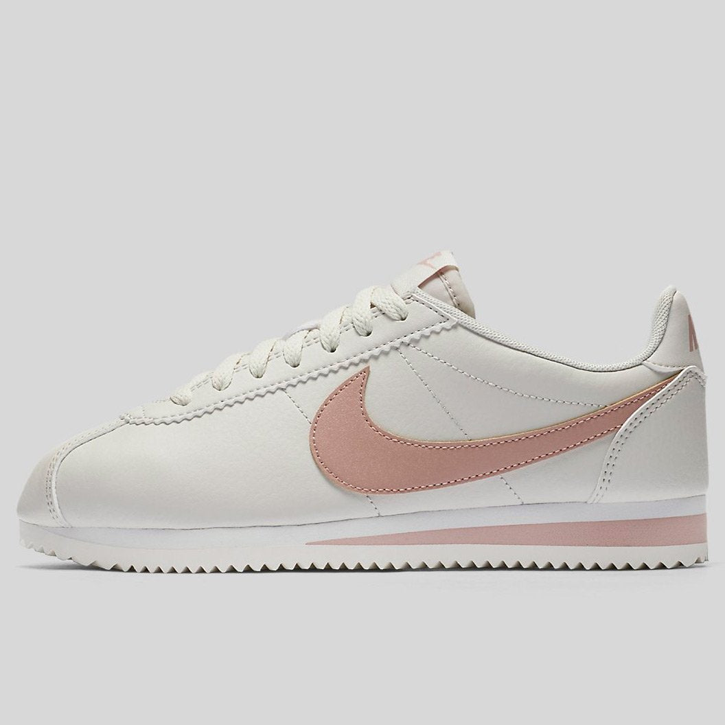 big sale 84310 66ad3 Nike Wmns Classic Cortez Leather Light Bone Particle Pink-Summit White