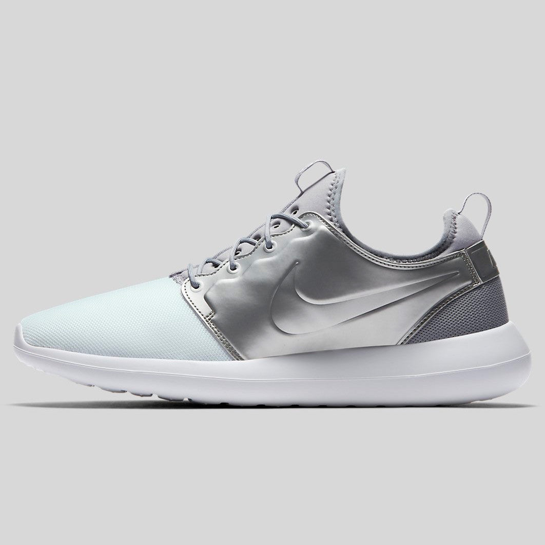 High Discount Nike 881187 101 Womens Roshe Two SI Shoes In