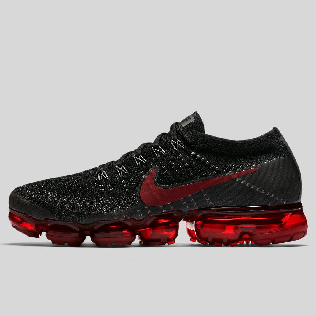 nike air vapormax flyknit black and red