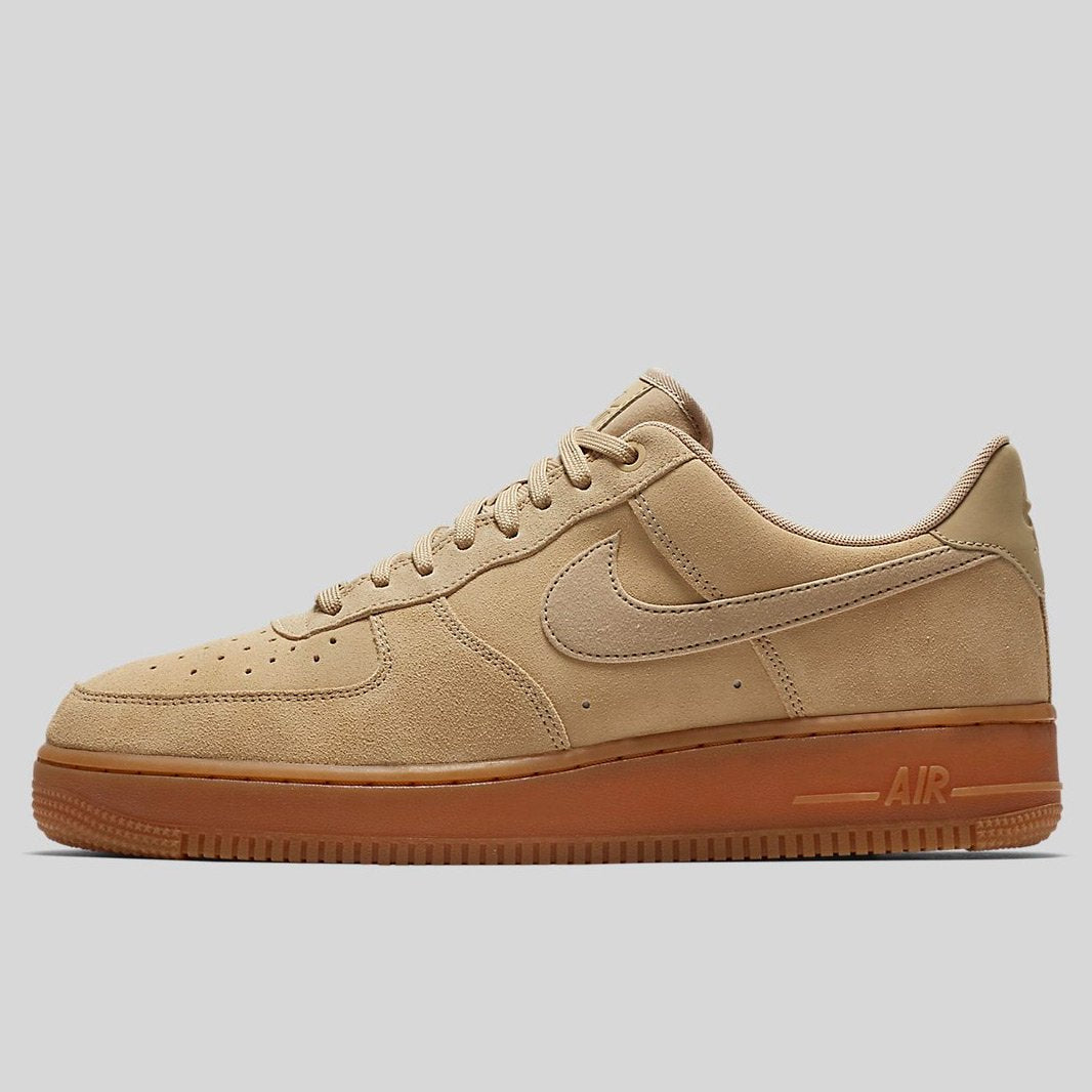 nike air force 1 brown suede sportscene le blog qui marche terres d 39 aventure. Black Bedroom Furniture Sets. Home Design Ideas