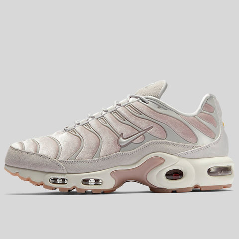 8670e4a8f439 Nike AIR MAX PLUS LX Particle Rose Vast Grey Summit White (AH6788-600)