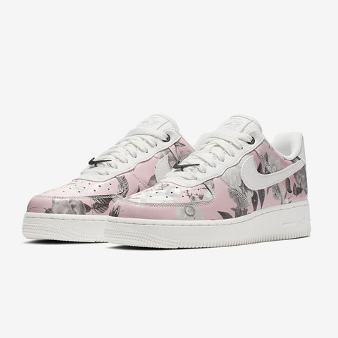 premium selection 5f8a3 ade4a Nike Wmns AIR FORCE 1  07 LXX ...