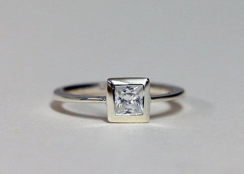 Princess cut diamond in 18ct gold