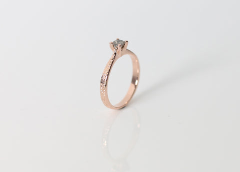 Princess cut diamond in Rose gold