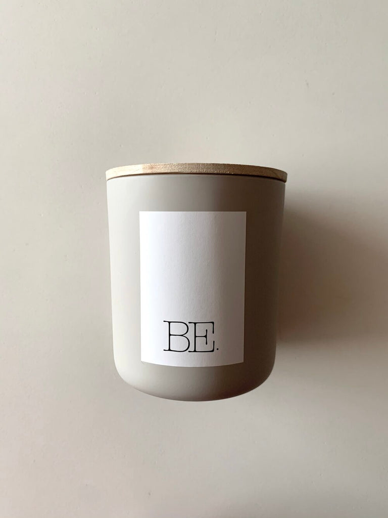 BE. LIGHT: Santal Vanille Sandalwood Candle - Stonewashed