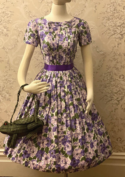 Gorgeous 1950's Lilac Floral Gerbera Print Cotton Dress - New!