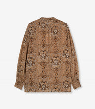 Afbeelding in Gallery-weergave laden, Woven Animal Crepe Blouse - BROWN