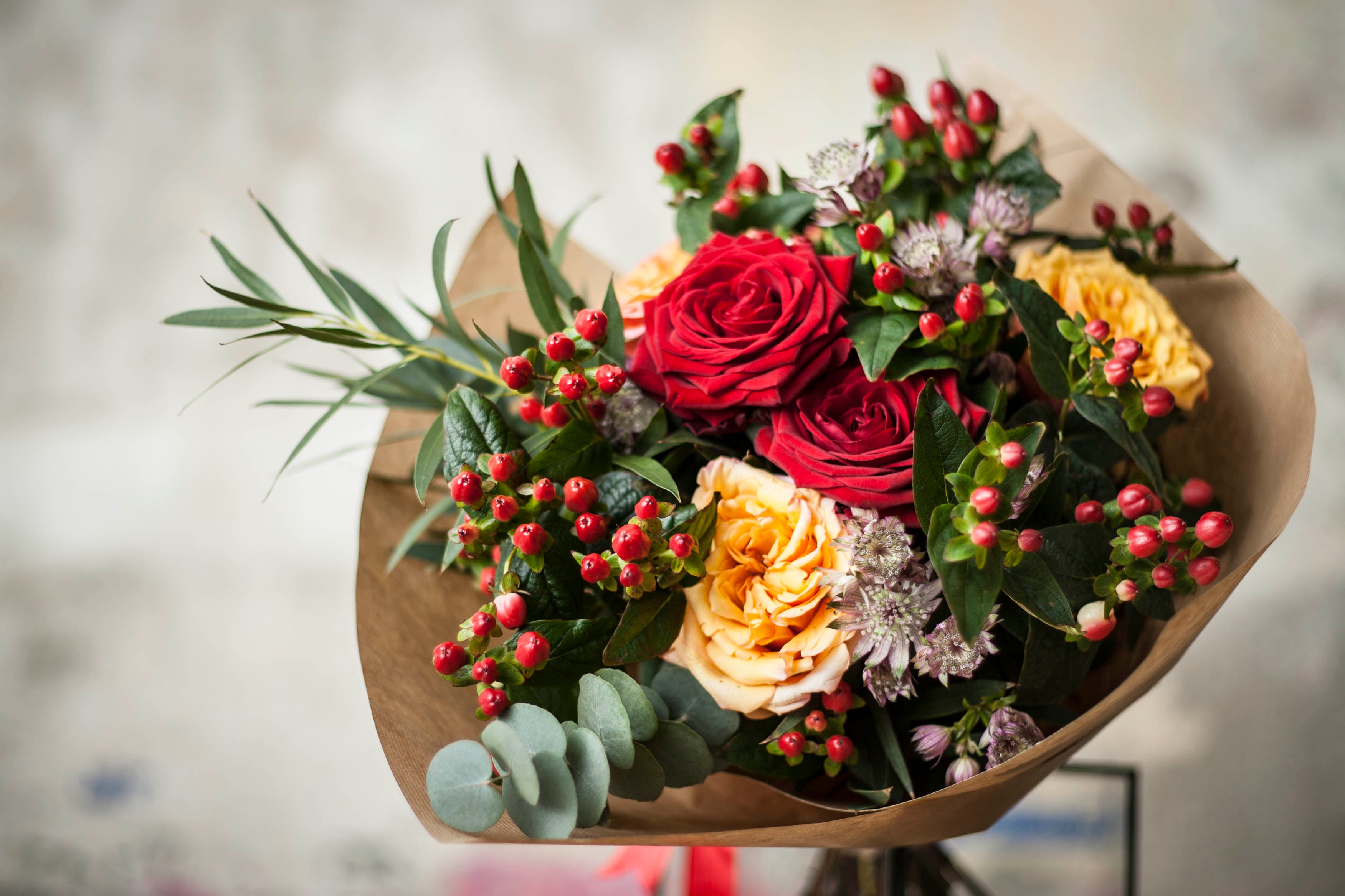 A Guide On Choosing The Best Bouquets As Housewarming Gifts