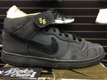 Load image into Gallery viewer, nike sb mid batman sz 8