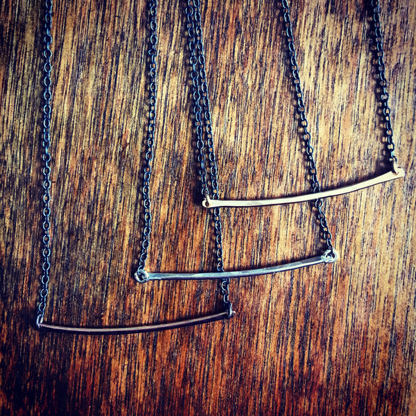 Contrast Arc Necklace