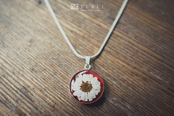 Daisy Jewelry: Round Red Pendant