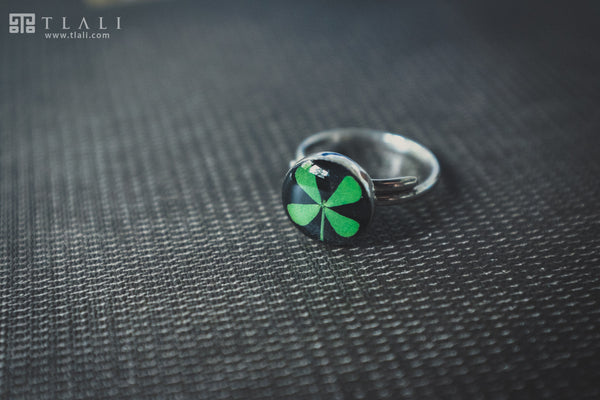 Clover Jewelry: Round Black Ring