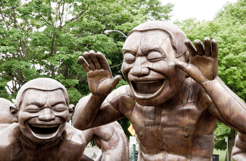 laughing statues faces