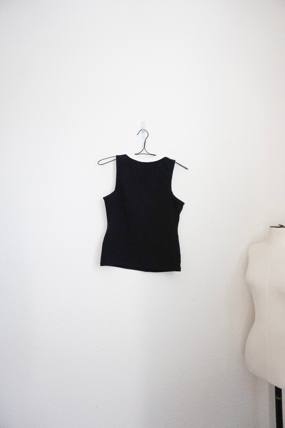 Mossimo vintage black & white straight neck stretch tank top