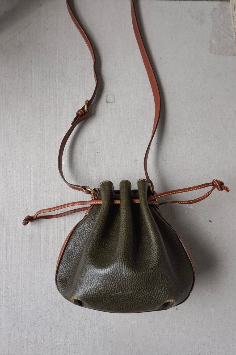 Vintage Coach hunter green drawstring leather crossbody bag