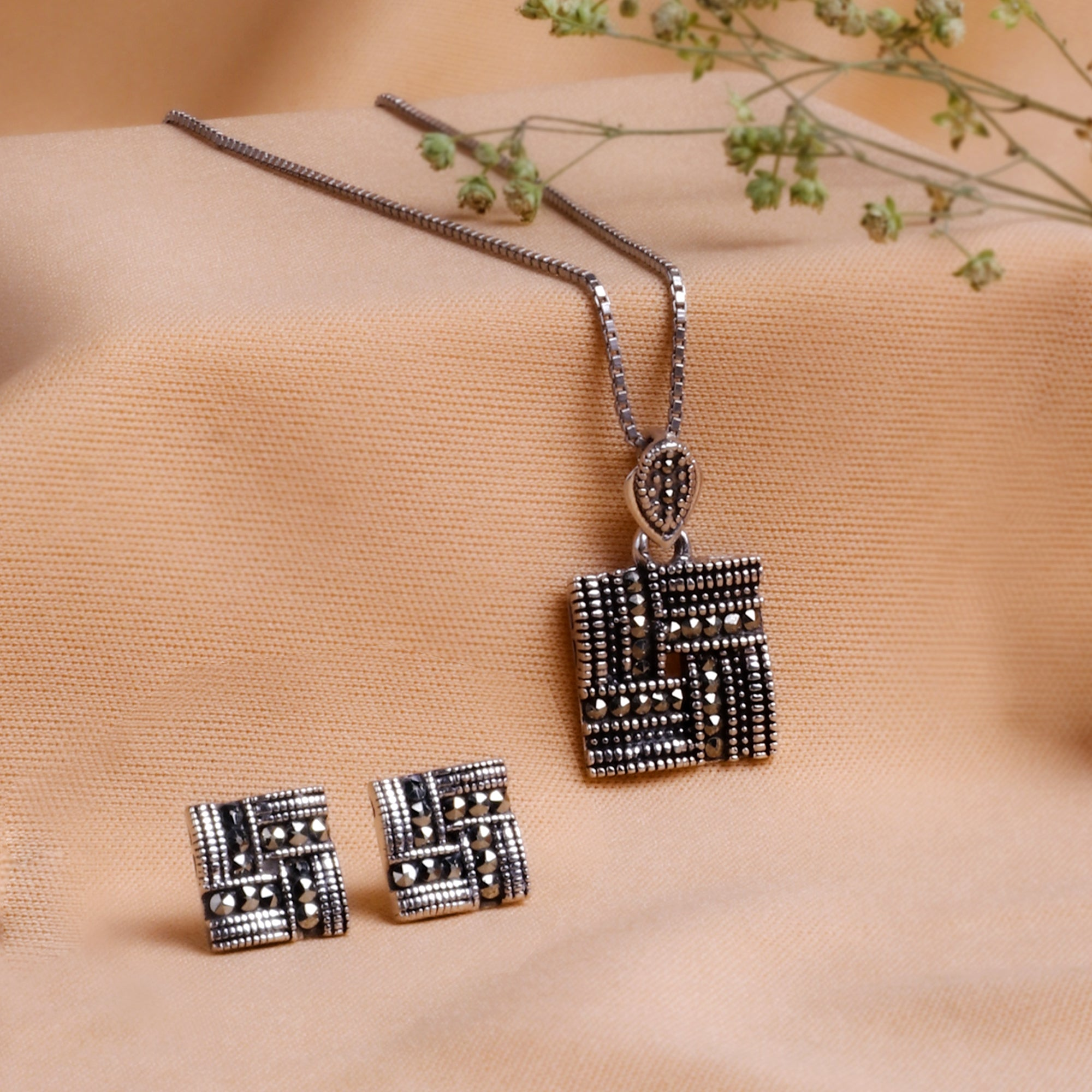 Neha Kakkar Oxidised Silver Square Weave Set