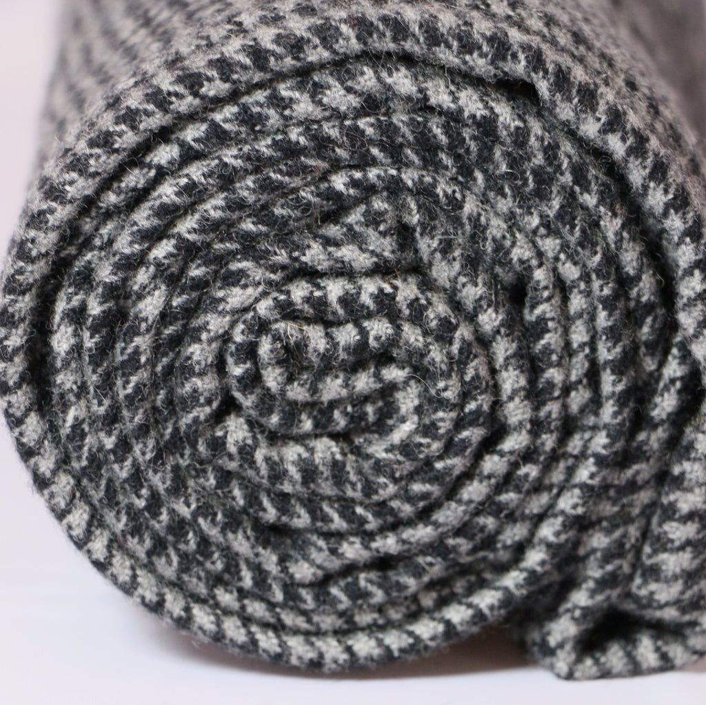 Black & Pale Grey Houndstooth - 6460 - Rug Hooking Supplies