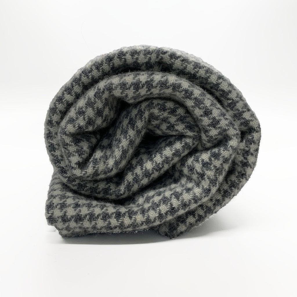 Grey Houndstooth - Rug Hooking Supplies