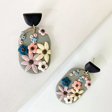 Load image into Gallery viewer, Flowers Clay Earrings