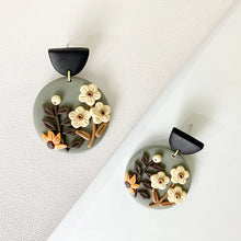 Load image into Gallery viewer,  Polymer clay flower earrings